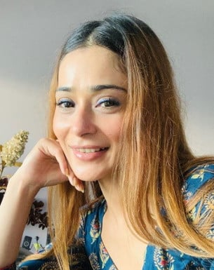 Get a Celebrity Shoutouts from Sara Khan