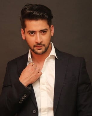 Get a Celebrity Greetings from Paras Arora