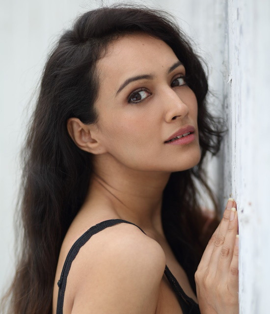 Surprised your loved ones with Celebrity Video Greetings from Dipannita Sharma
