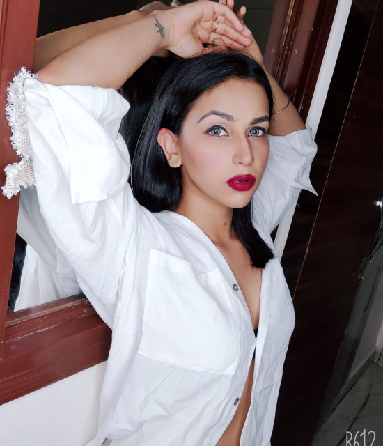 Get a Celebrity Shoutouts from Aanchal khurana