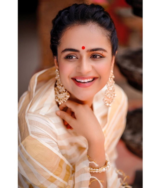 Get a Personal message from Celebrities like Prachi Tehlan