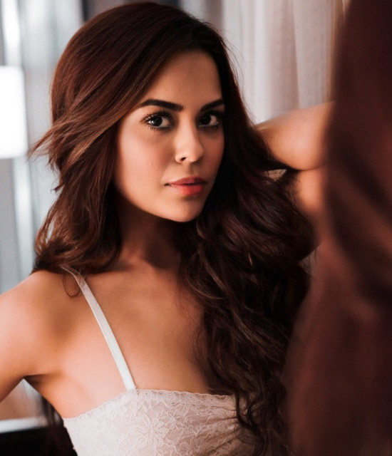 Get a Celebrity Greetings from Sana Saeed