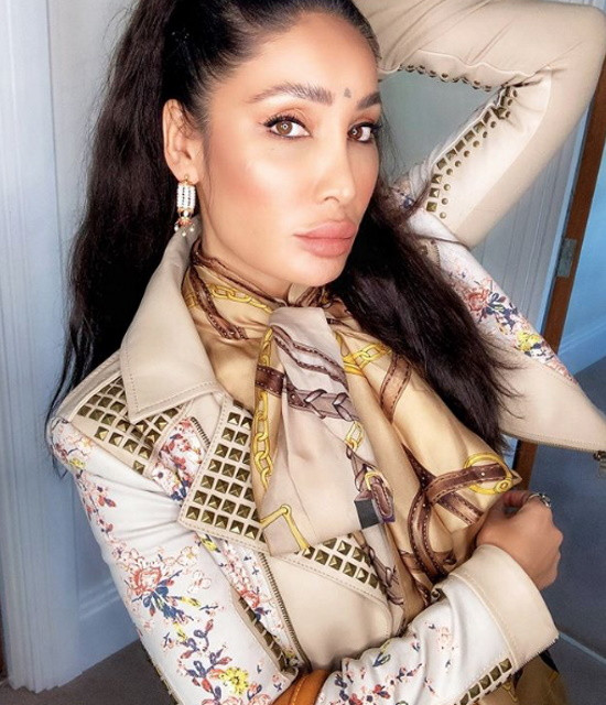 Get a Celebrity Greetings from Sofia Hayat