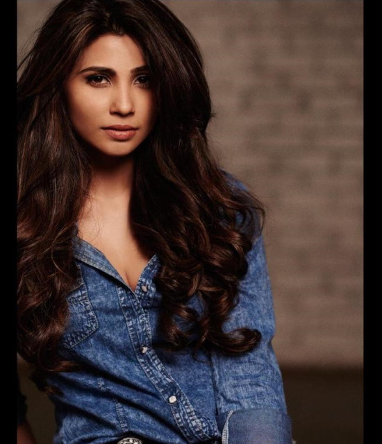 Get a Celebrity Greetings from Daisy Shah