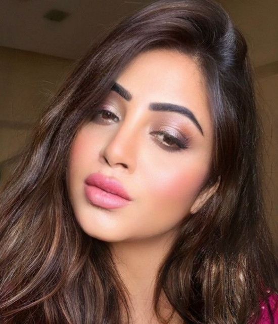 Surprised your loved ones with Celebrity Video Greetings from Arshi Khan