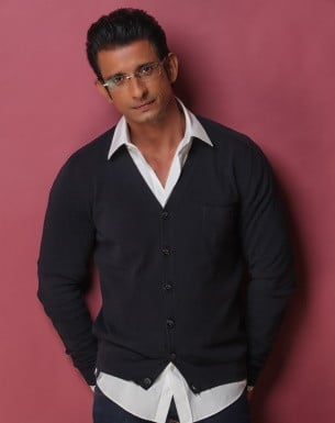 Book your personal messages, video celebs with Bollywish Sharman Joshi