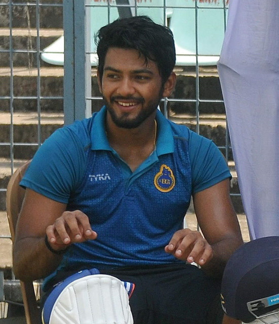 Book your personal messages, video celebs with Bollywish Unmukt Chand